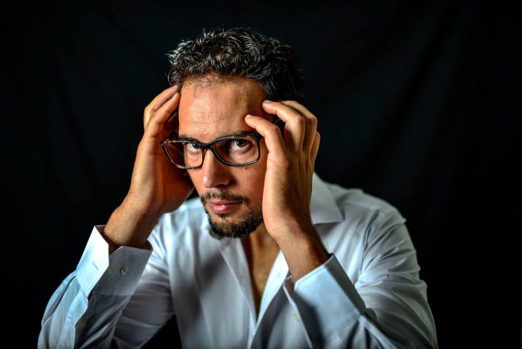 Ángel Fernández pensando-de-blanco